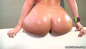 sophie dee demonstates her wonderfully shaped booty within the wash room