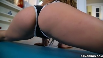 kelsi monroe exhibits her good pattern entire body doing exercise workouts