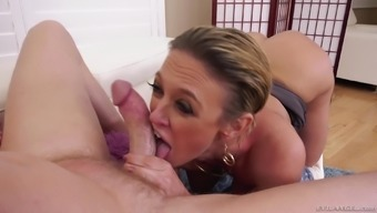 Dee Williams is typically a angle craving MILF seeking a man's hard on