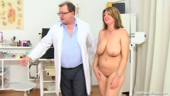 BBW mommy Bohunka with huge natural exciting holders gets her pussy lips extended by changed doc