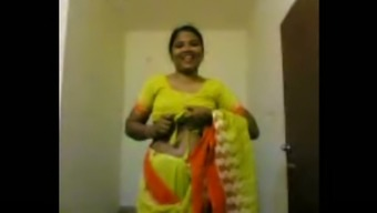 Unclean newbie Indian homemaker flashes her unsightly genuine titties