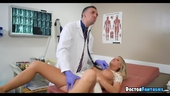 Brown Dame goes spread over a Physical