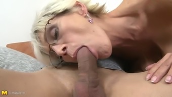 Saggy tit granny's furry cherry gets creampied