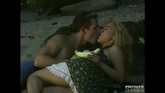 Aniko Jacqueline Has Anus Sex within the Beach