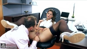 Sizzling counter Defrancesca Gallardo enjoys anus intercourse together person-in-charge