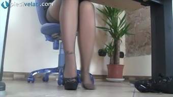While in the workplace this wayward krown reveals her pretty feet