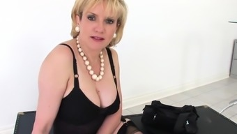 Disloyal britain mature lady sonia flashes her huge boobi