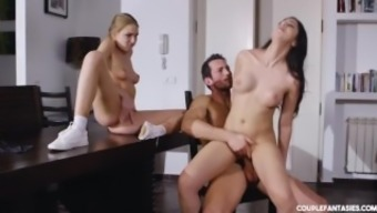 Big tits Cock Relaying Threesome