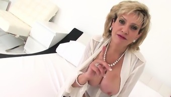 Unfaithful english milf lady sonia shows her big knoc10amS