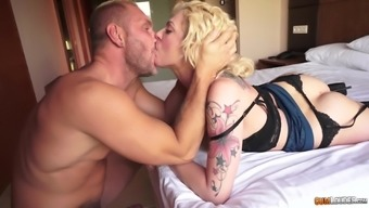 A huge cumshot on a round firm big ass of Dahlia Sky
