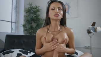 Stunning sex at the office with Alyssia Kent