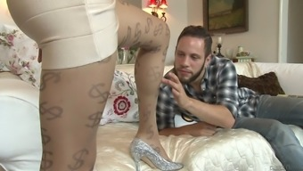 Shemale in glasses avails her anal for a doggystyle banging