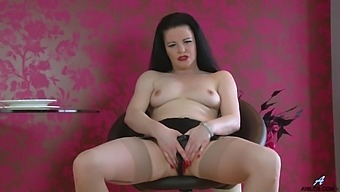 Video of dirty mature Sarah Kelly having some naughty fun. HD