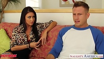 Appetizing tanned MILF Jessica Jaymes bows to impress Bill Bailey with BJ