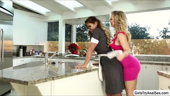 Lesbians defeat pussy with the cooking