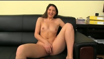 Playful dark date presents open and tours a penis on a spreading