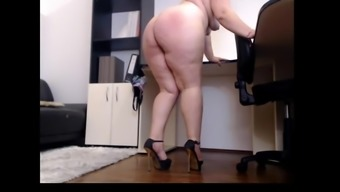 Camera great booty lady cums on cam