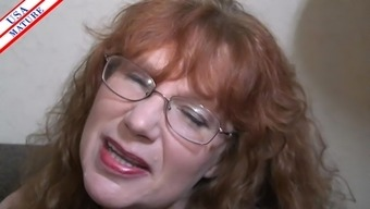 Nerdy homemaker by using glasses gladly adds the shaft into her mouth