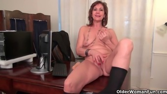 Office granny in pantyhose functions her old pussy