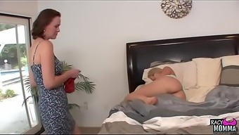 Pussylicking stepmom addicted youngster beauty